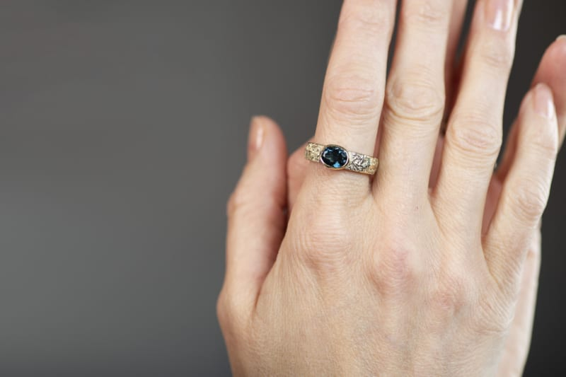 Fråst ring in gold with fazeted topaz
