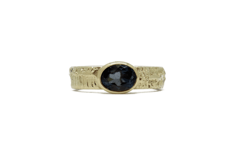 Wabi Sabi Fråst gold ring with topaz