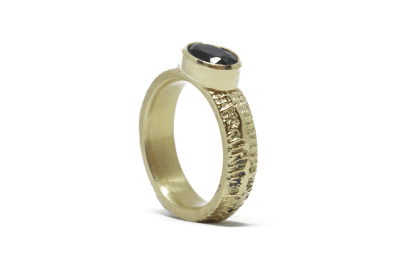 Wabi Sabi Fråst gold ring with ltopaz
