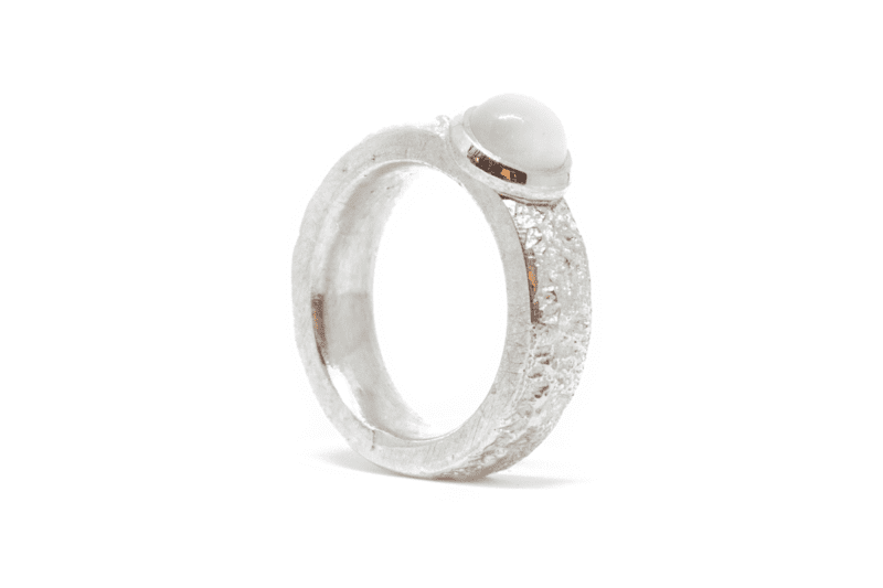 Wabi Sabi Fråst silver ring with white moonstone