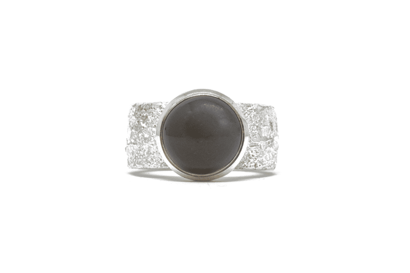 Wabi Sabi Fråst silver ring with dark moonstone