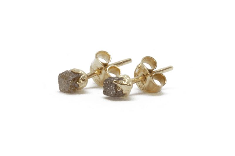 Wabi Sabi Rå earrings in gold with raw diamonds