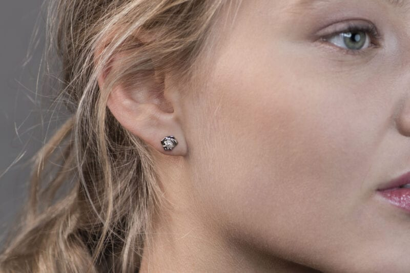 Wabi Sabi Rå earsticks in white gold with raw diamonds